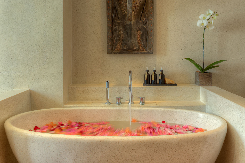 Amanputri Villa - Ensuite Bathroom